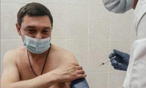 Мэр Краснодара Евгений Первышов прошел вакцинацию