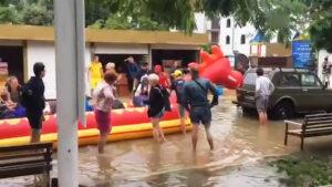 В Анапе люди эвакуируются на драконе